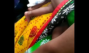 MATURE CURVACEOUS HIP FOLD  SLUT IN GREEN SAREE ON ROAD
